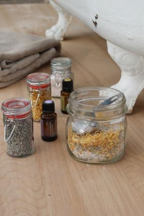 oils-clawfoot-tub